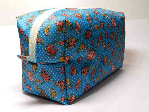 toiletry bag - ROSES ON TURQUOIS - PVC Ripstop